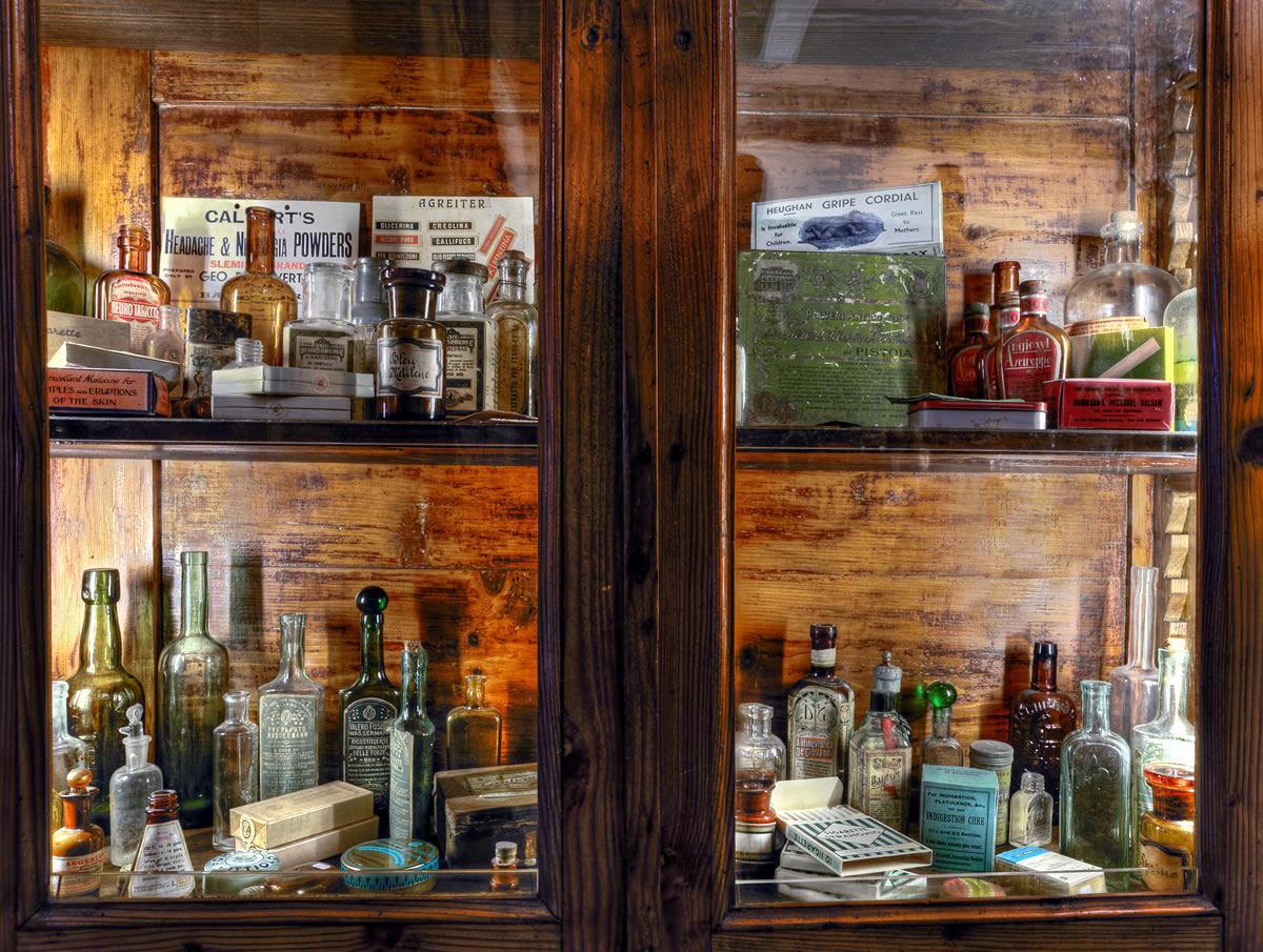 Credenza Da Farmacia : Aboca museum la farmacia dell800